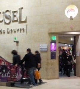 Point-WC-Entrance-at-Carousel-de-Louvre
