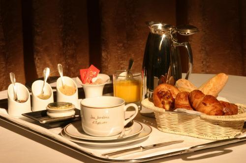 Breakfast at Les Jardins d'Epicure outside of Paris
