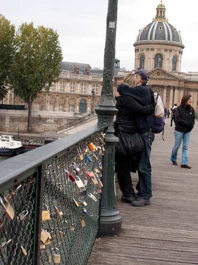 Lovers-on-the-pont-darts