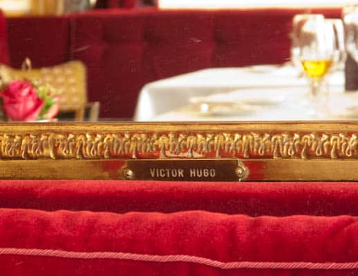 Victor-Hugo-table