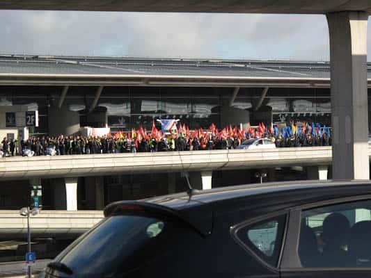 Demonstrators-at-the-airport