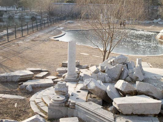 Summer-palace-ruins-in-Beijing-2