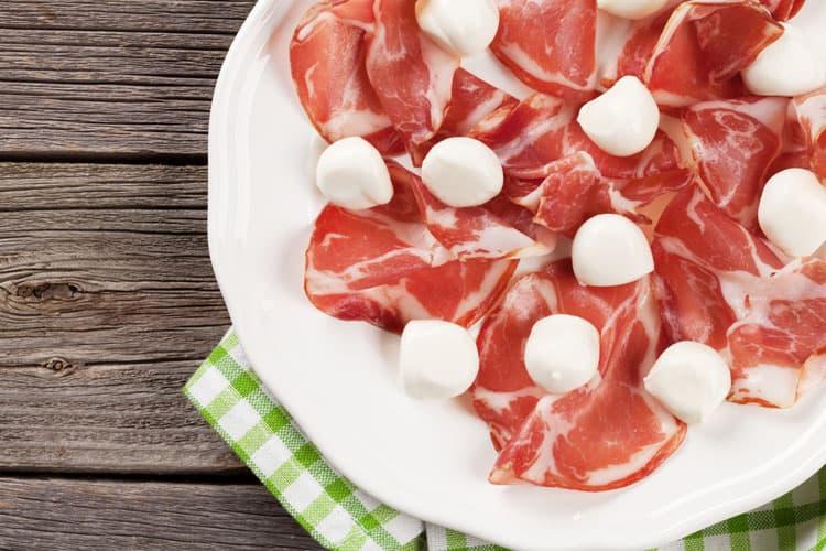 Prosciutto vs Iberian Ham: Prosciutto and mozzarella