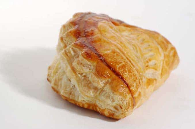 A-typical-french-breakfast-chausson-aux-pommes