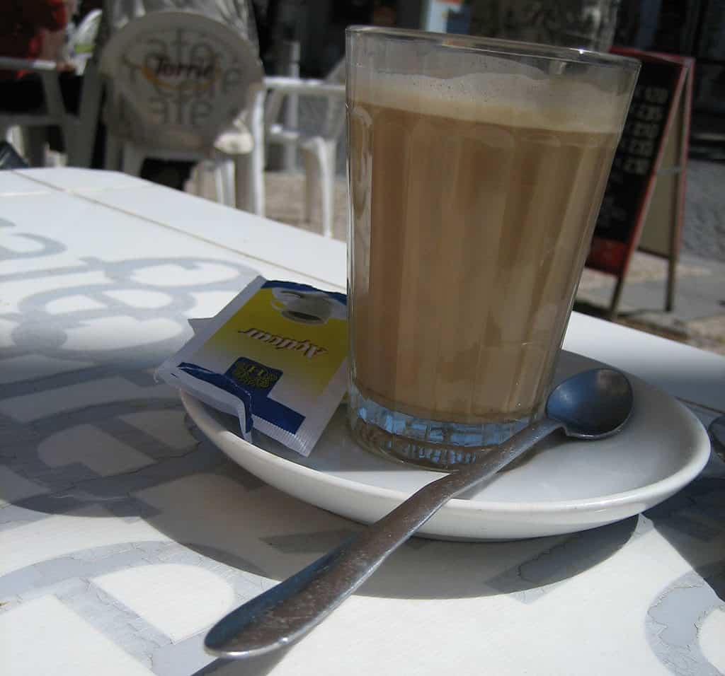 Coffee in Portugal Um galao