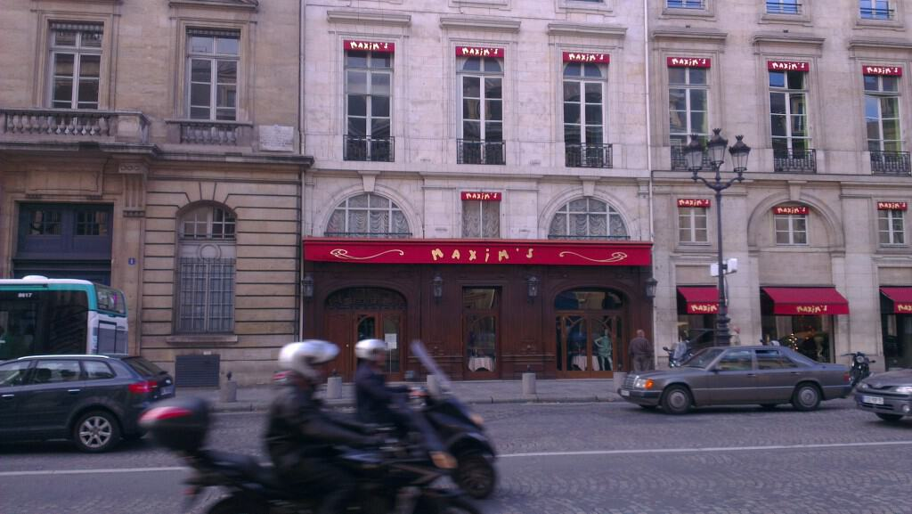 A Passion for Paris - La Mom - Maxim's