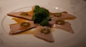 yellowtail sashimi and mango puree - 800×437