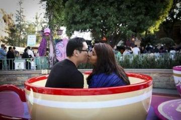 couple-kissing-disneyland