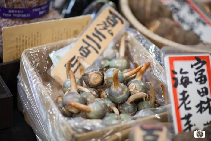 KYOTO-Nishiki_Market_Garlic