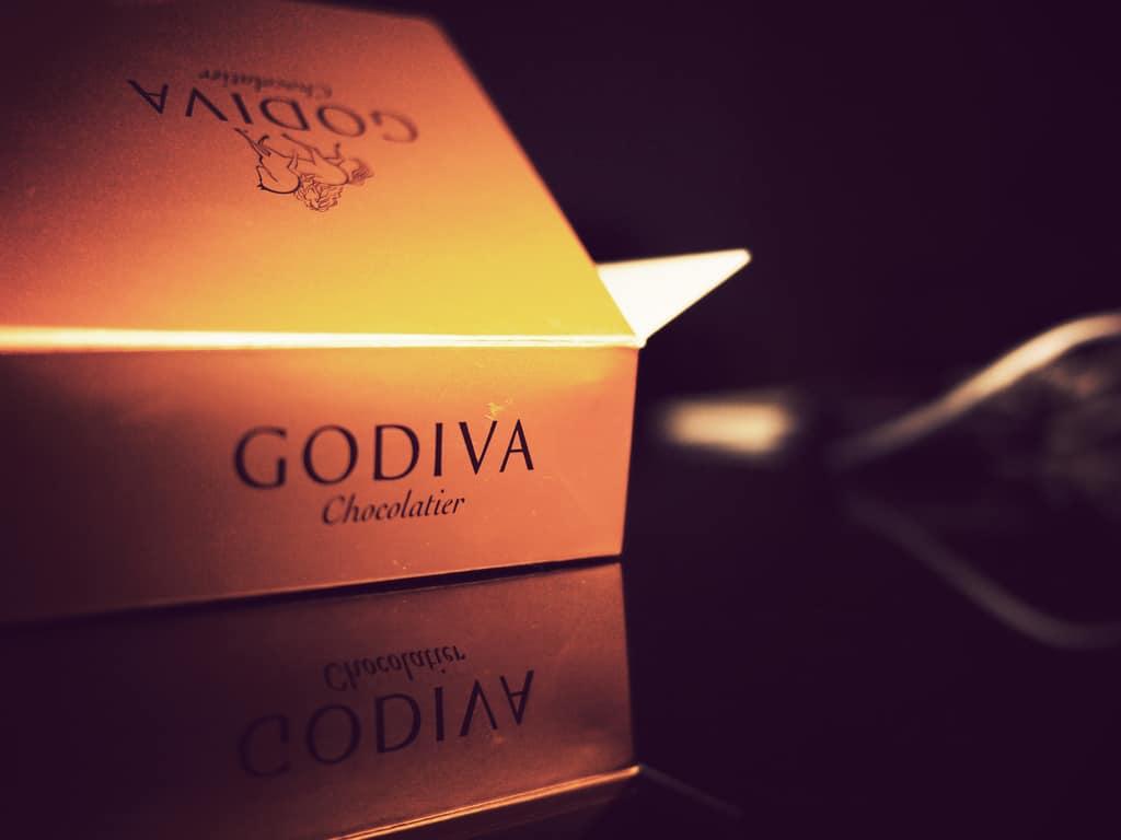GODIVA-Box-by-Daniel-Go