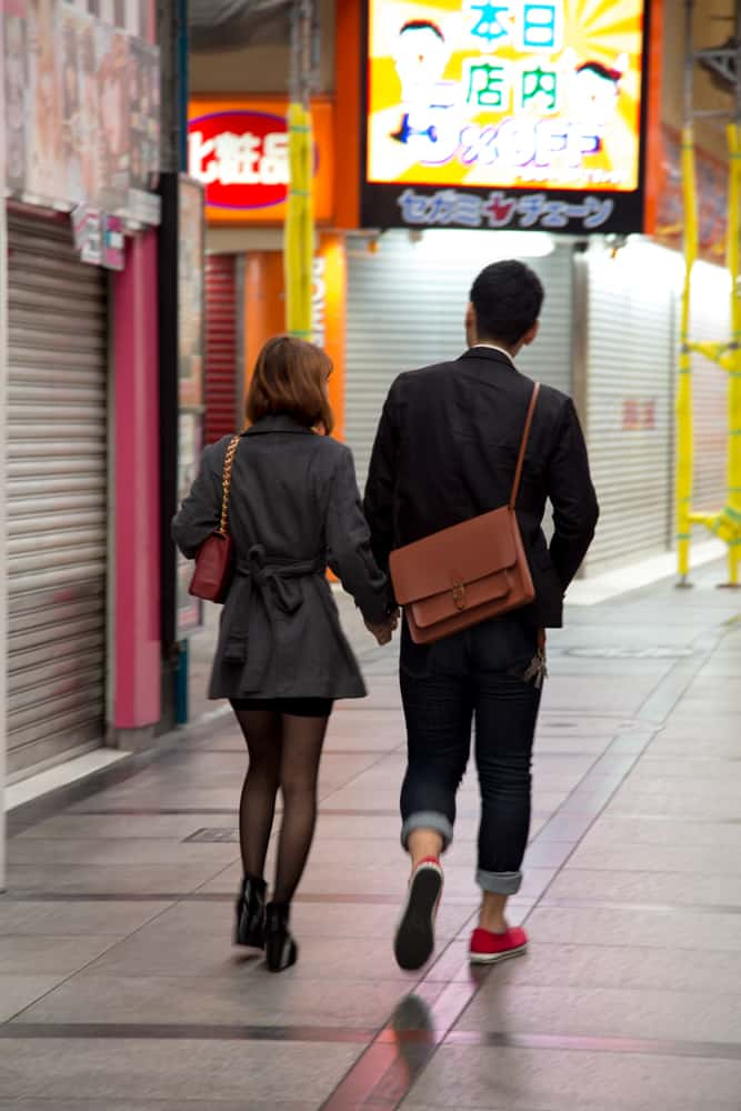 People watching in Osaka-Couple3