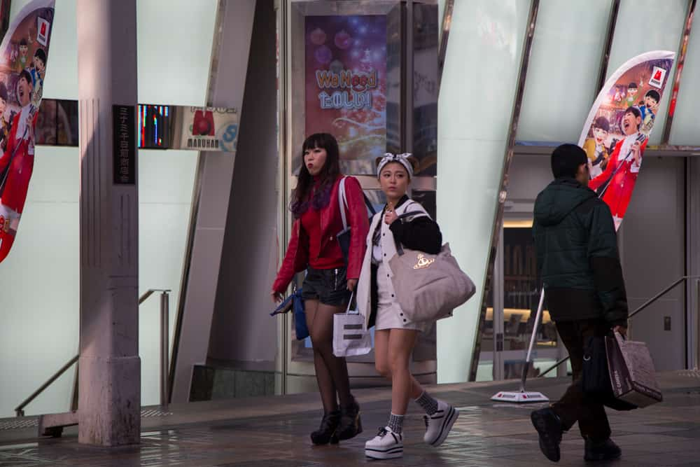 5 Awesome Things to Photograph in Osaka -People watching