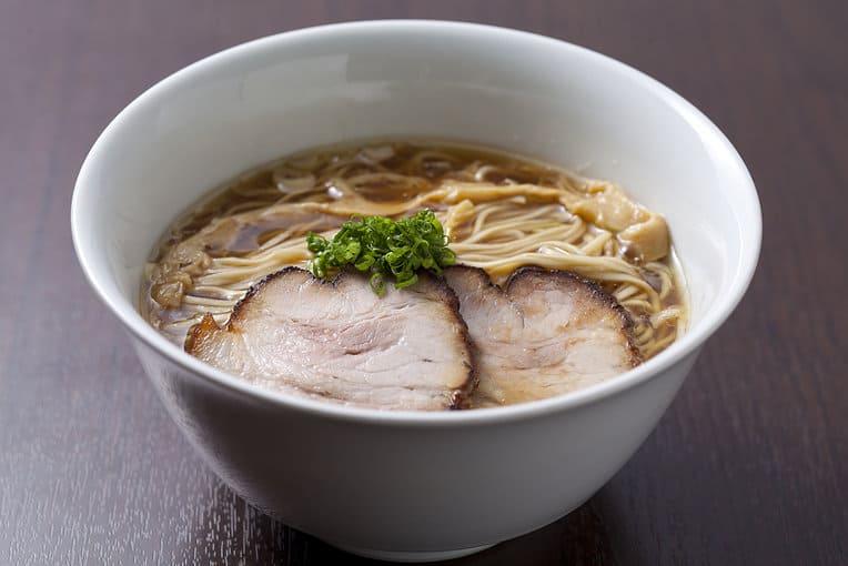 Osaka-Style-Ramen-from-Tsurumen