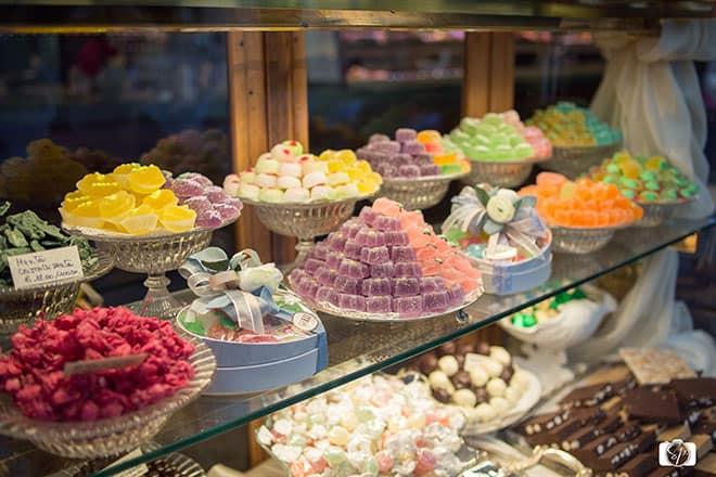 Candy-display-Caffe-Gilli-Florence