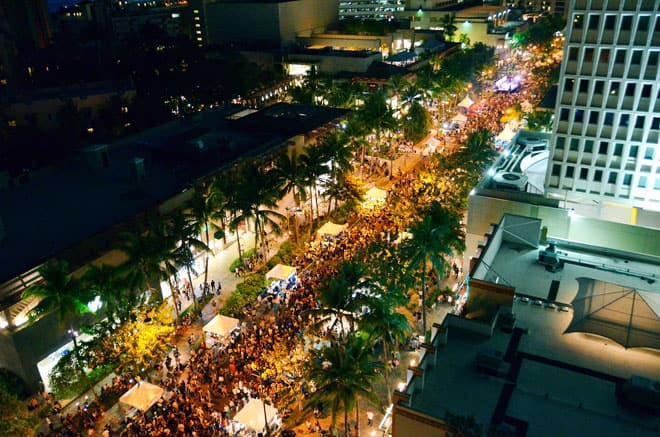 Waikiki-SPAM-Jam-crowd