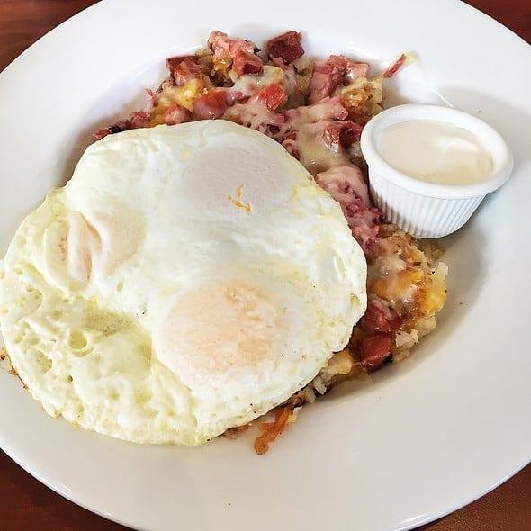 Eggs-Corned-Beef-Hot-Link-Hash-Dela-Casa-Style
