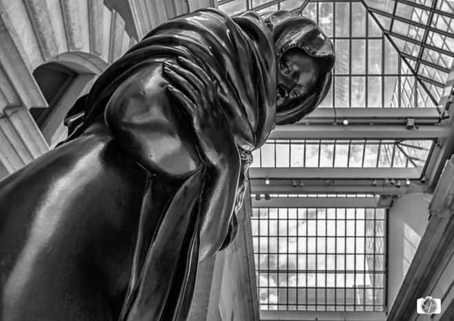 The-Met-Statue