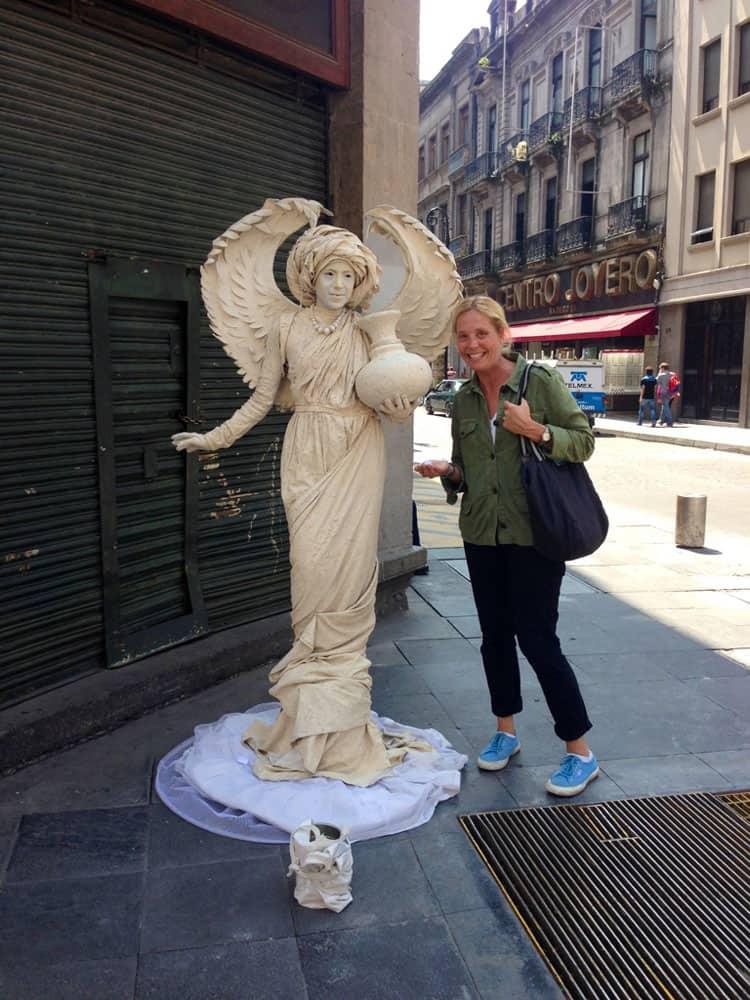 Traveler-Tuesday-Miss-Violetta-MexicoCity
