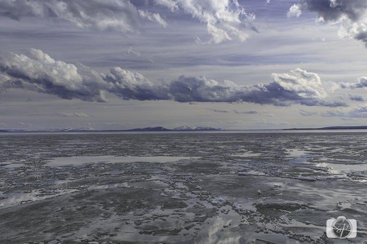 yellowstone national park yellowstone lake frozen