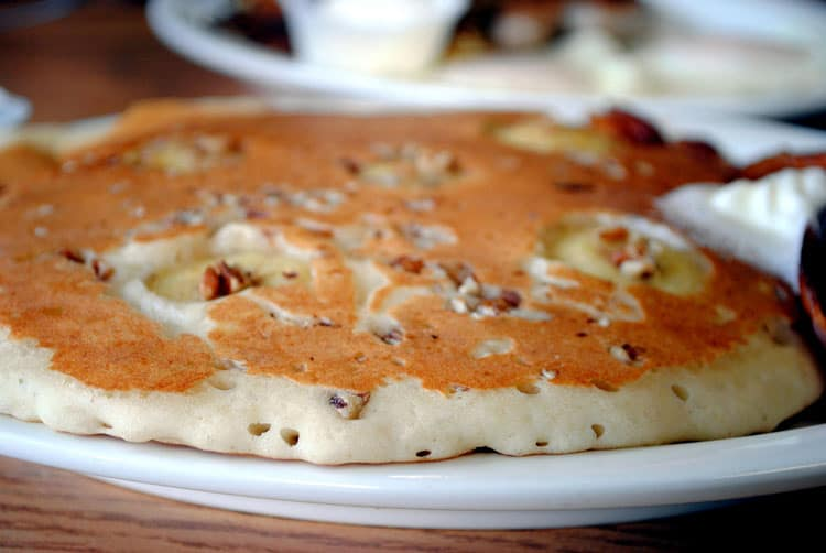 banana-maple-pecan-pancakes