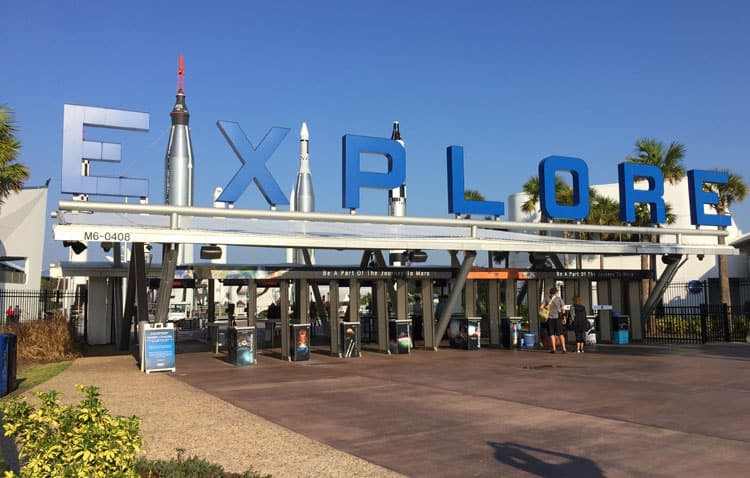 kennedy-space-center-entry