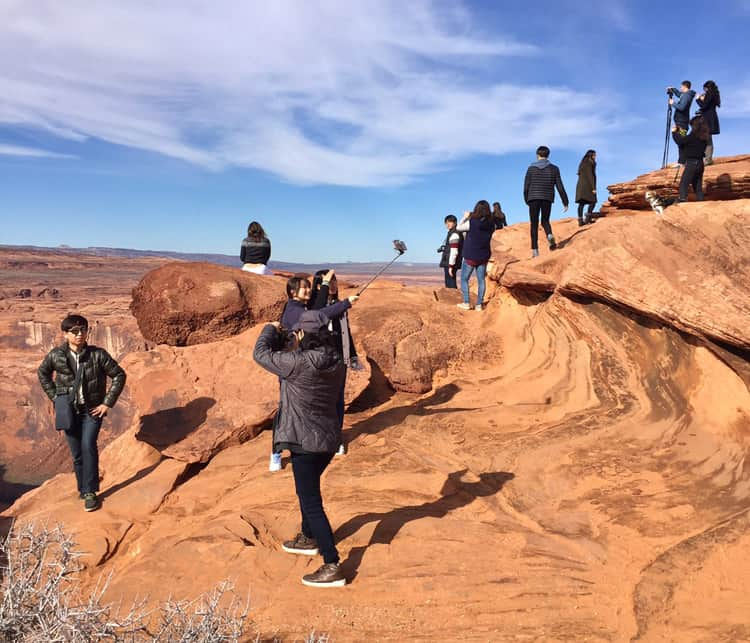 Crowds and unsafe photo-taking at Horseshoe Bend.