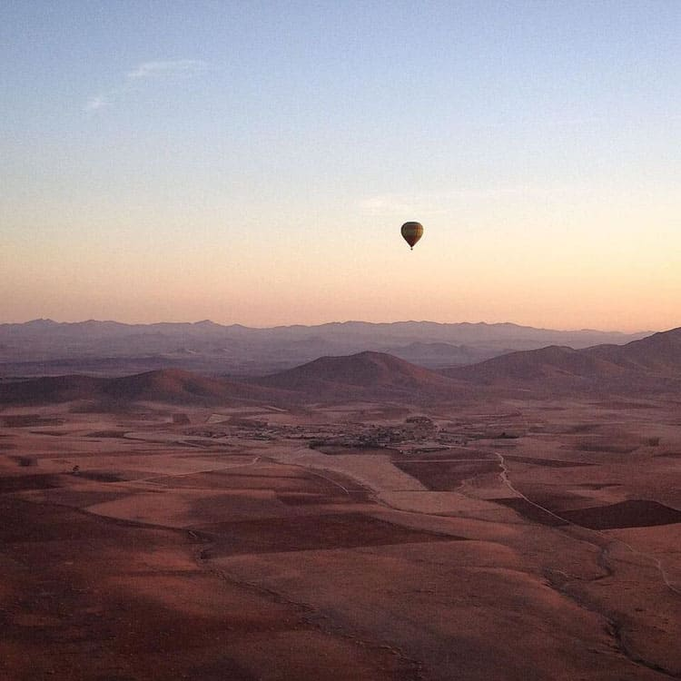 Fantastic Balloon Rides Around the World_Over the desert in Morocco