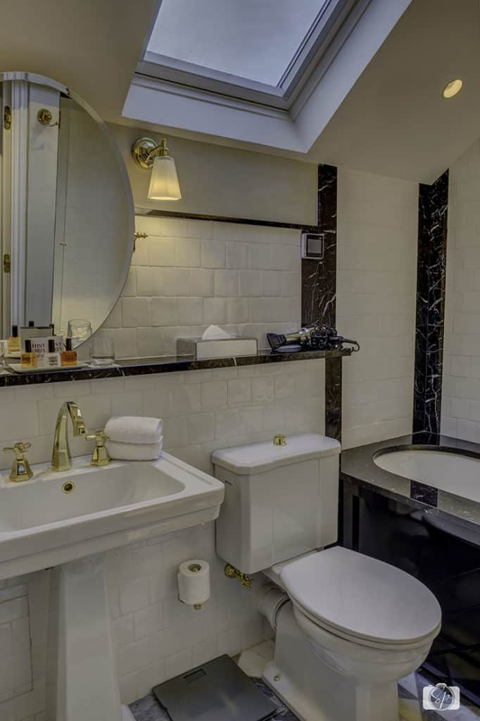 Bathroom-Under-the-Roof-Relais Christine-Paris