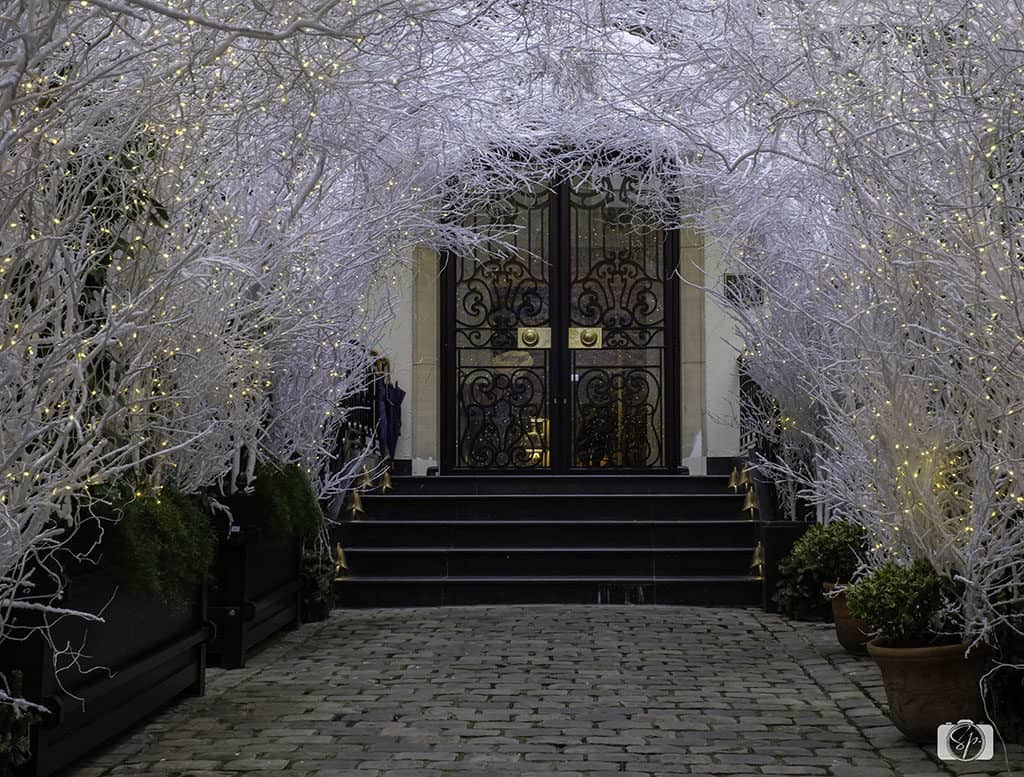 Holiday-Entrance-at-the-Relais Christine-Paris