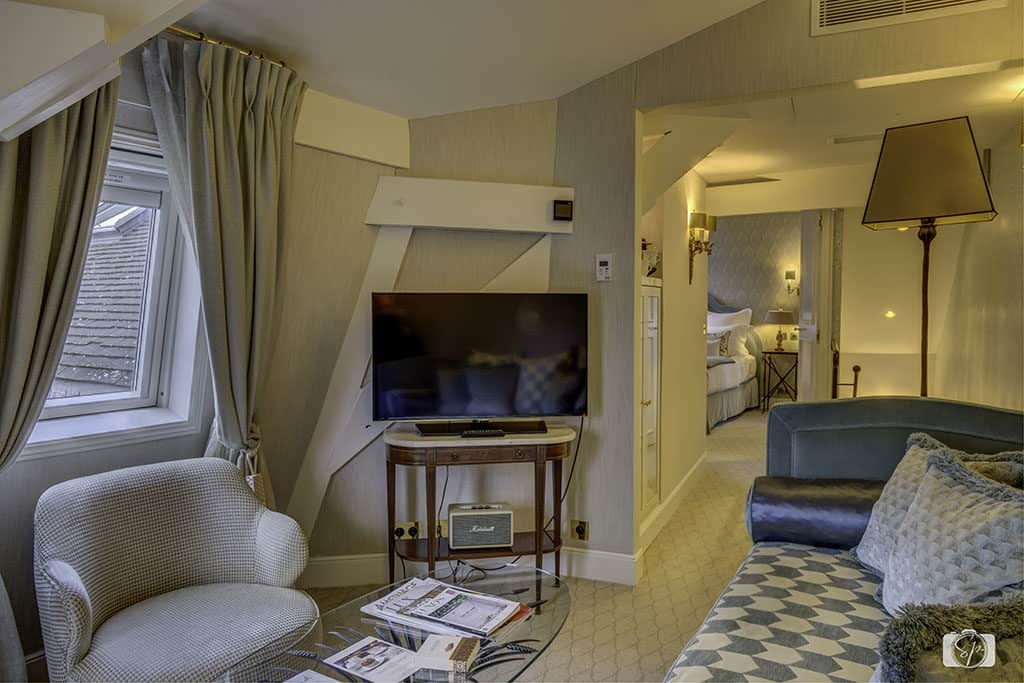 Suite-Living-Room-at-the-Relais Christine-Paris