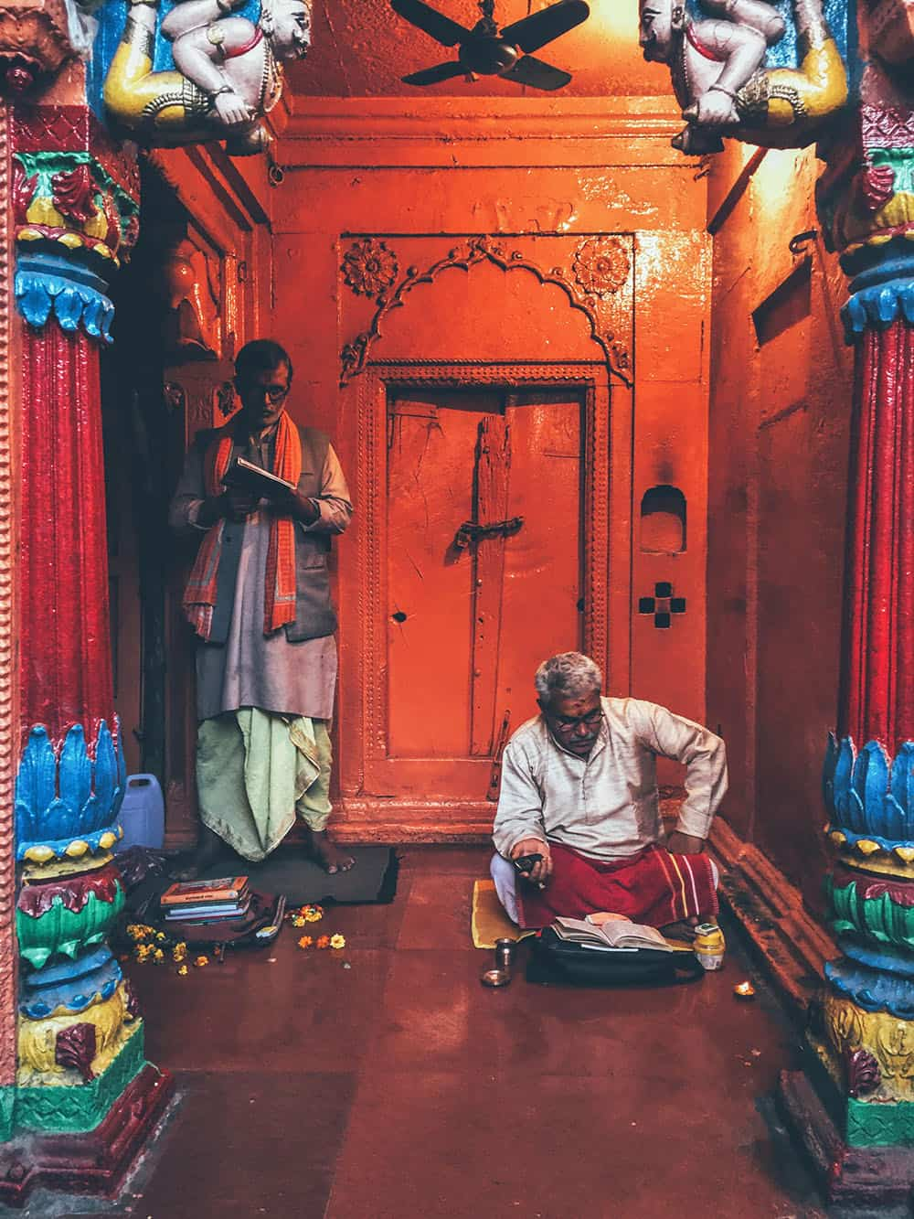 Traveler Tuesday - Divsi of Quirky Wanderer A temple in Varanasi India