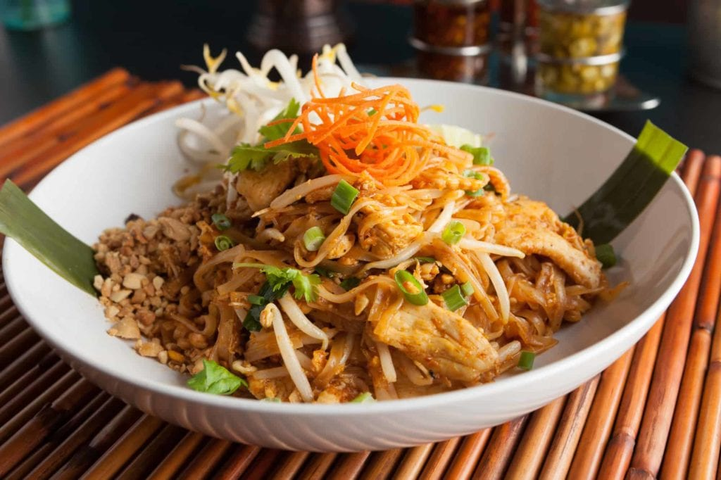 5-Tastes-You-Must-Try-in-Bangkok_Pad-Thai_Sen-Chan
