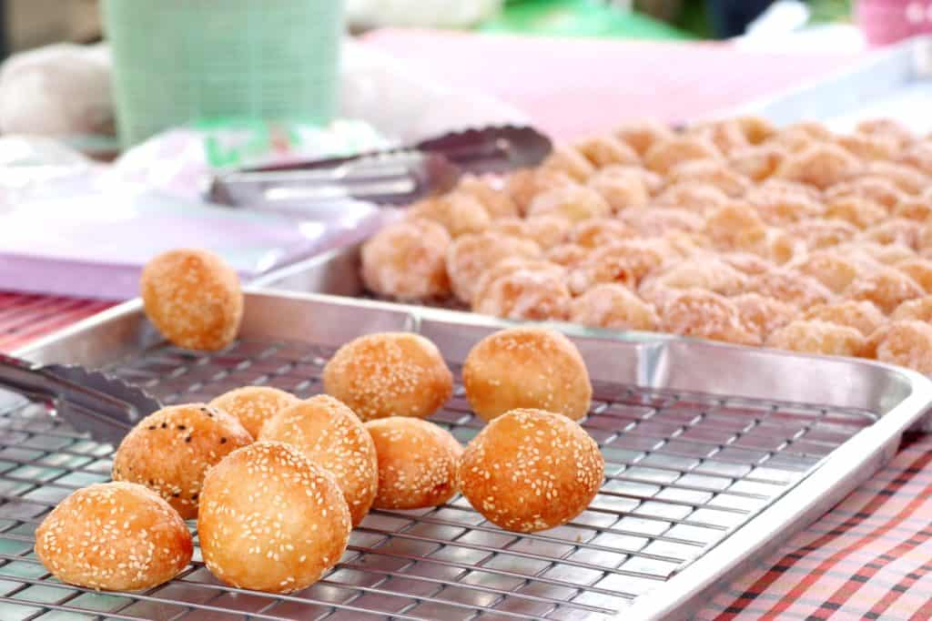 5-Tastes-You-Must-Try-in-Bangkok_Sweet-Potato-Balls_Kanom-Kai-Nok-Krata