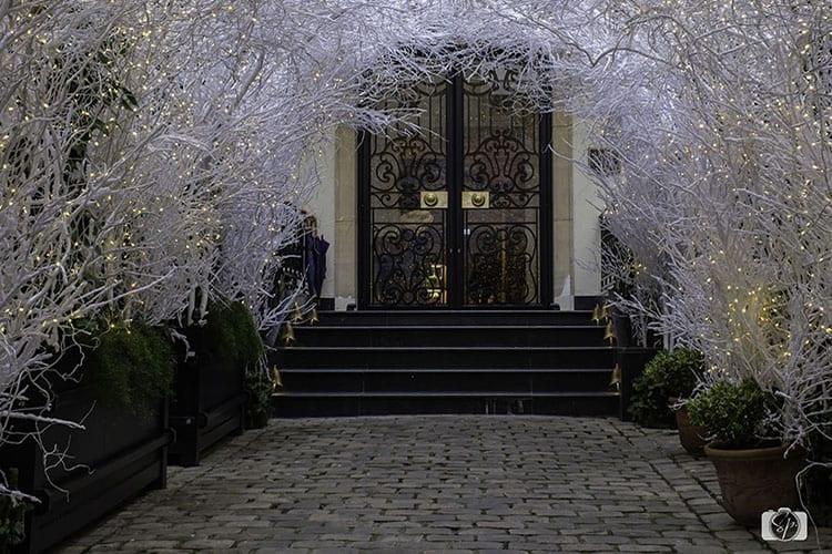 Holiday-Entrance-at-the-Relais-Christine-Paris