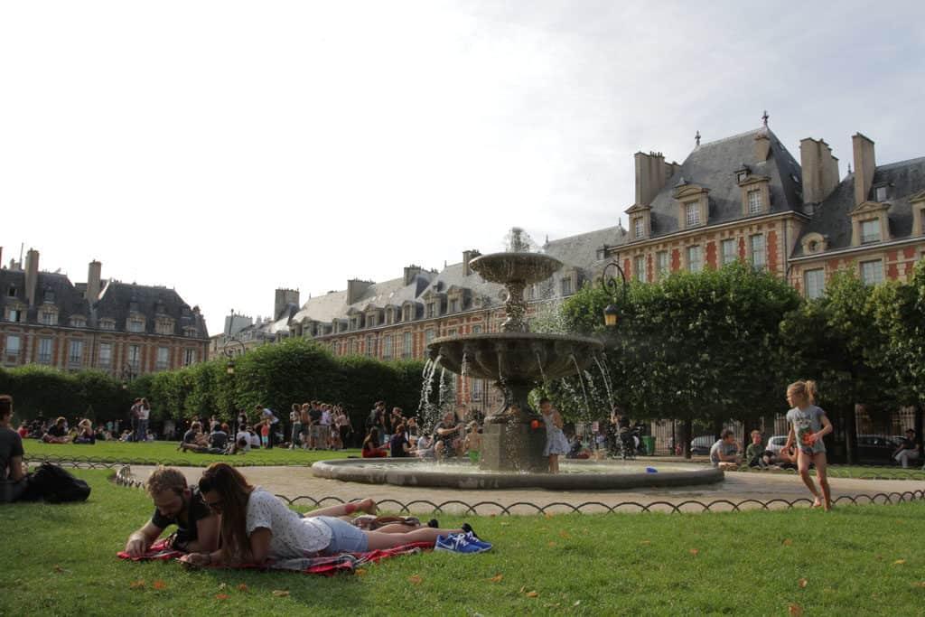 Paris Profiles – 4th Arrondissement with Charli_PlaceDesVosges