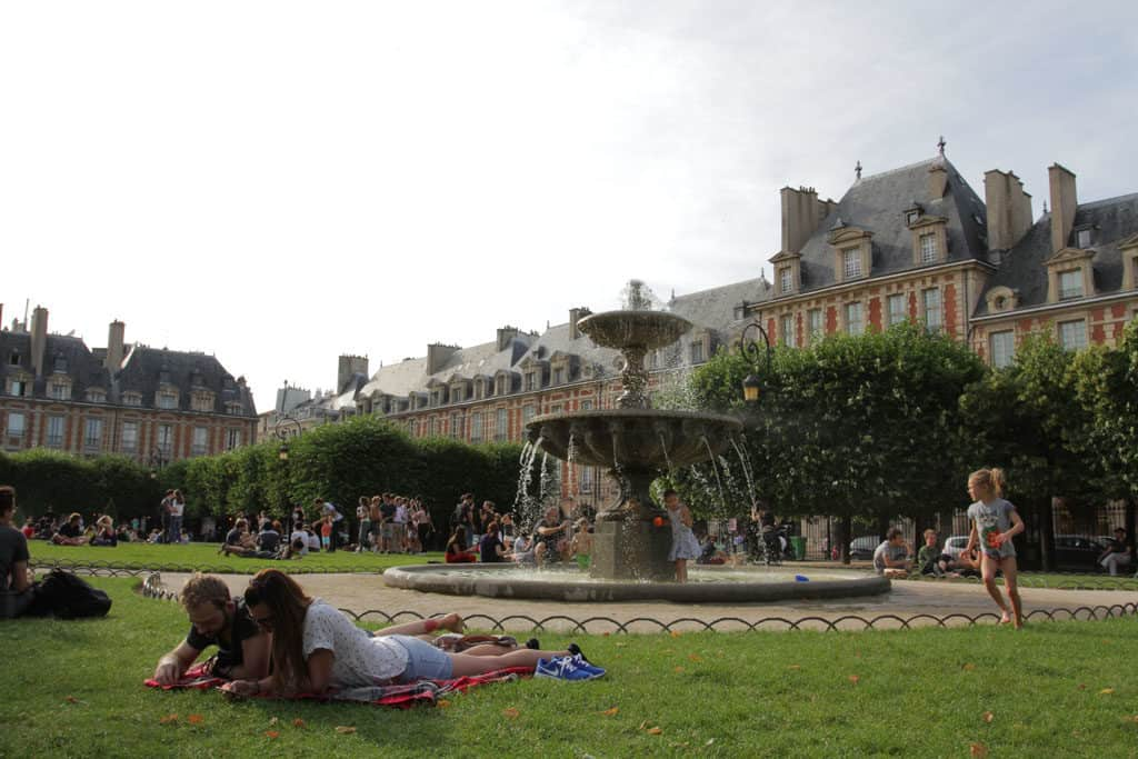 Paris Profiles – 4th Arrondissement with Charli_PlaceDesVosges
