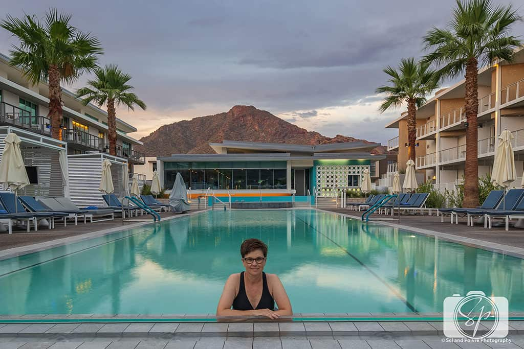 Mountain Shadows-Resort Andi in Pool at Sunrise