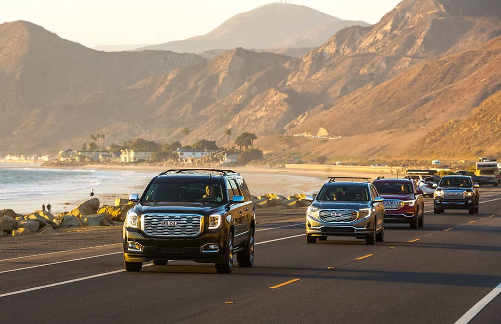 Drivers-on-Highway-1_GMC-Denali-and-Dogs