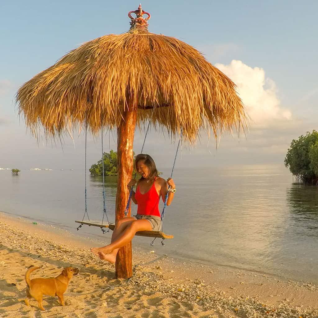 Traveler-Tuesday-Mo-of-Travelust-101_swing-and-dog