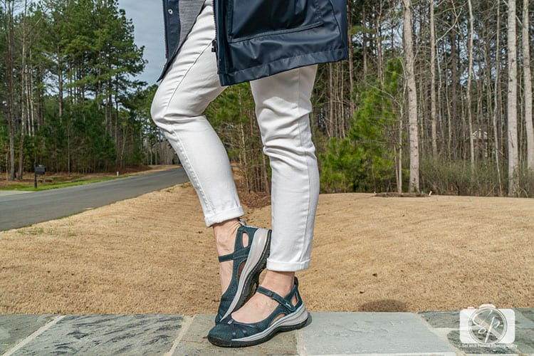 Cool Spring Shoes Jambu Rally in Navy