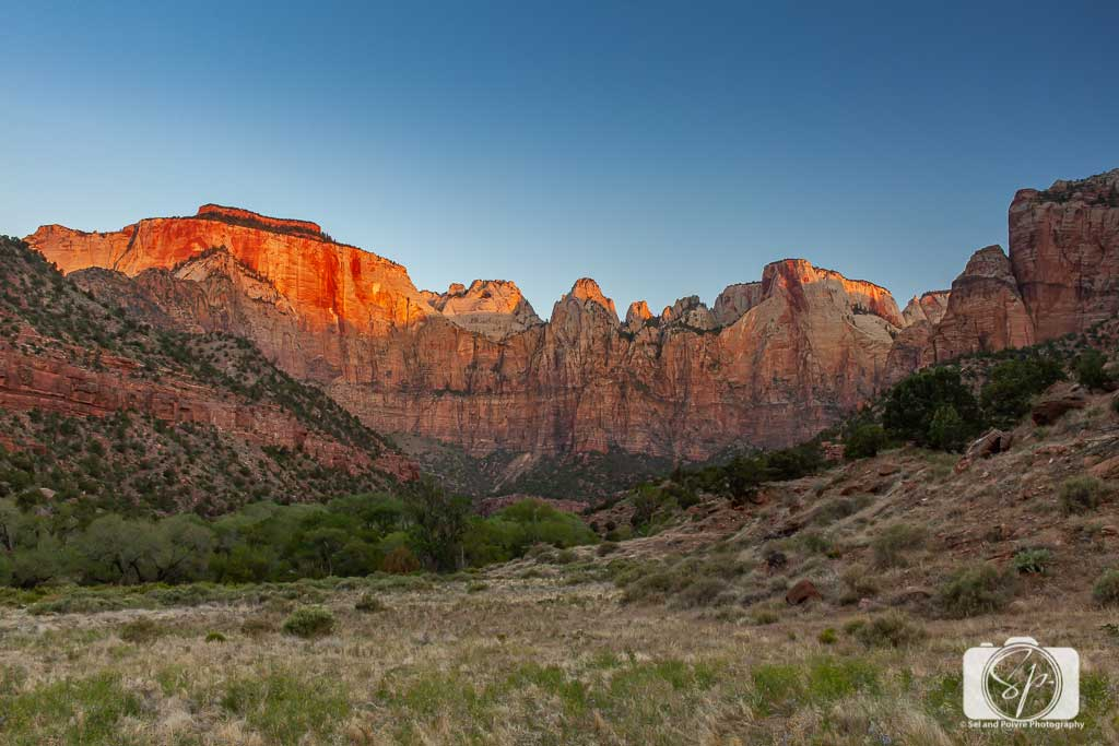 Sunrise-in-Zion-National-Park-Utah-USA