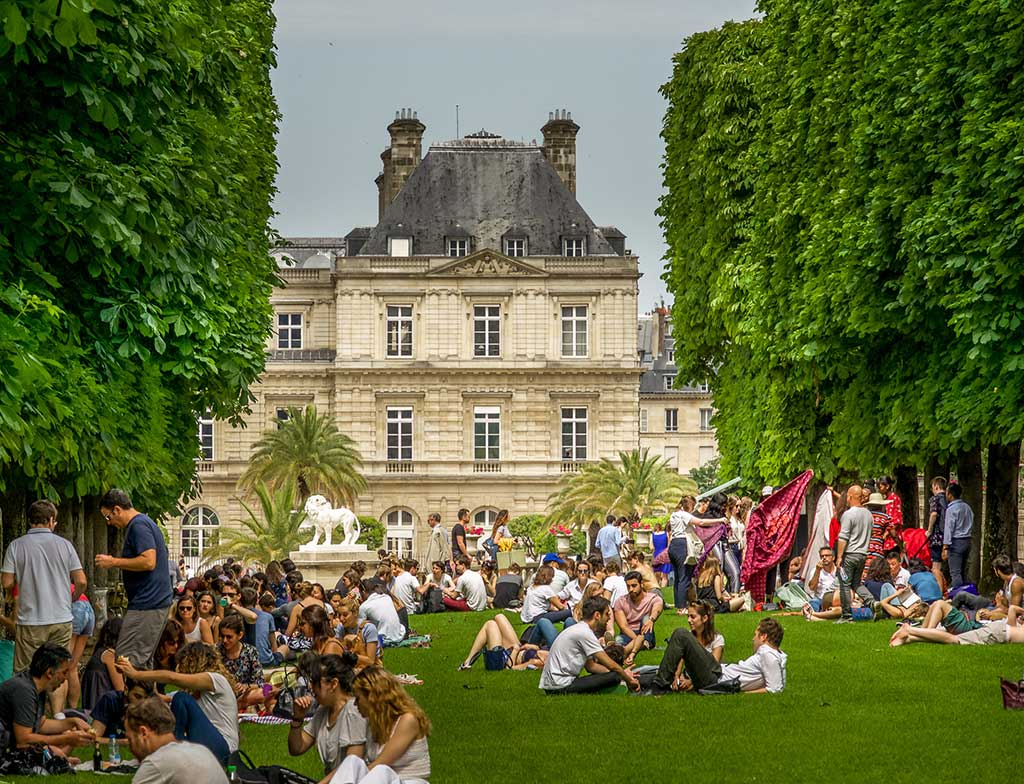 9-Ideal-Picnic-Places-in-Paris_Jardin-du-Luxembourg