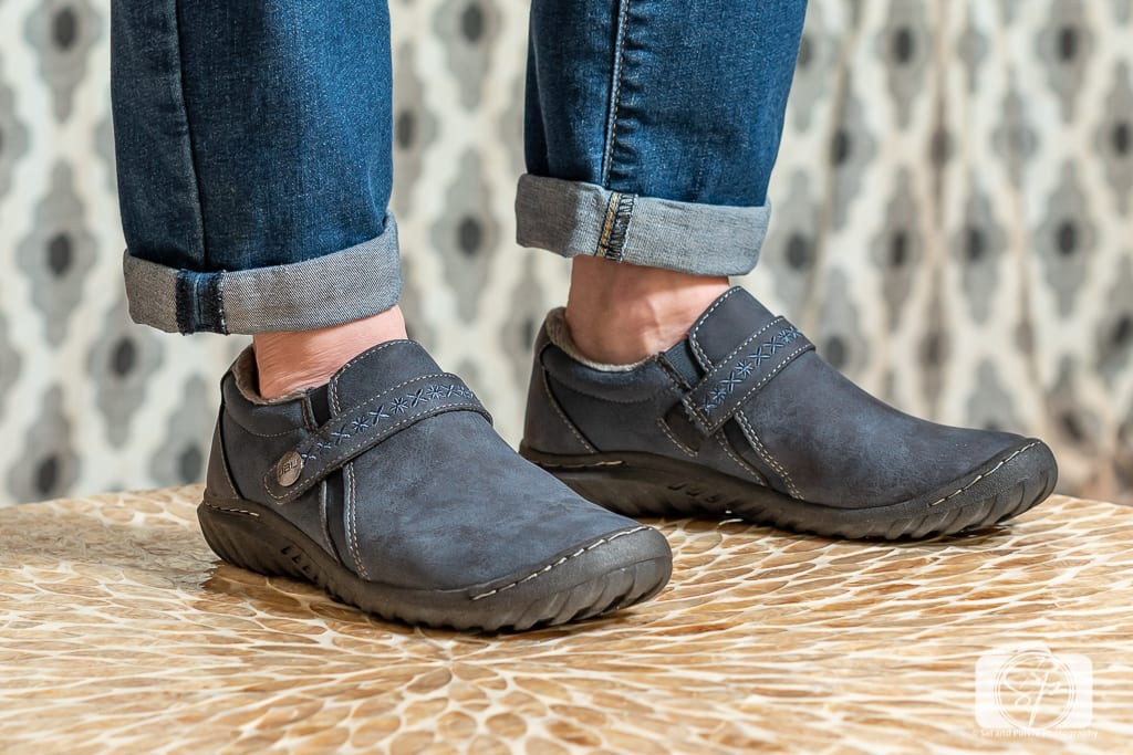 Cool shoes for fall and winter - Close up of Jambu Blakely Encore in Navy