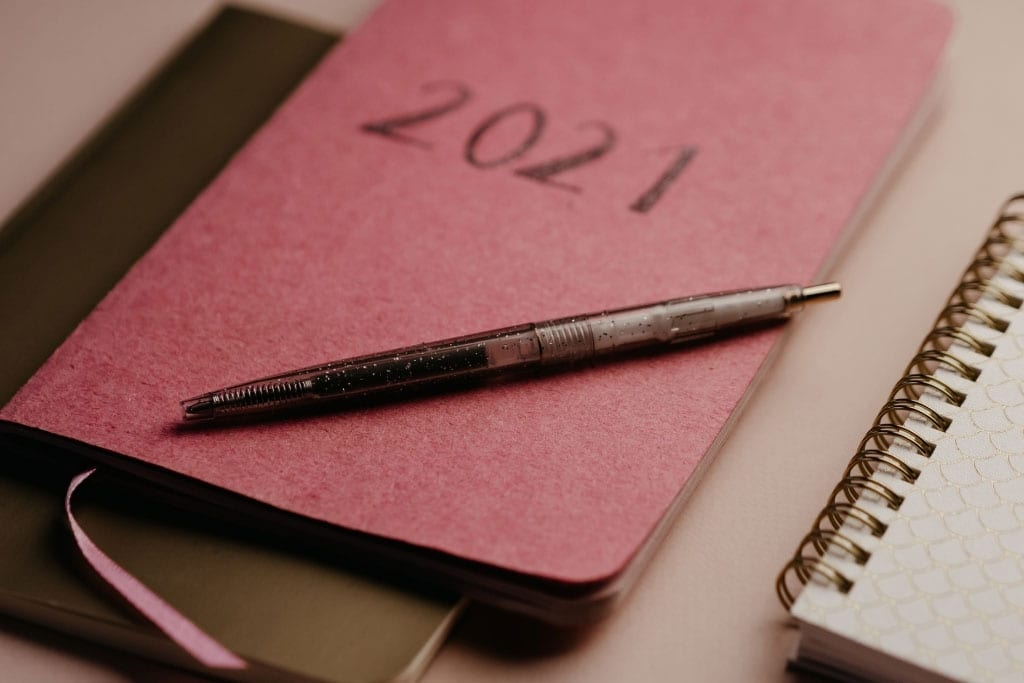 How-to-Make-New-Years-Resolutions-for-2021_Journaling