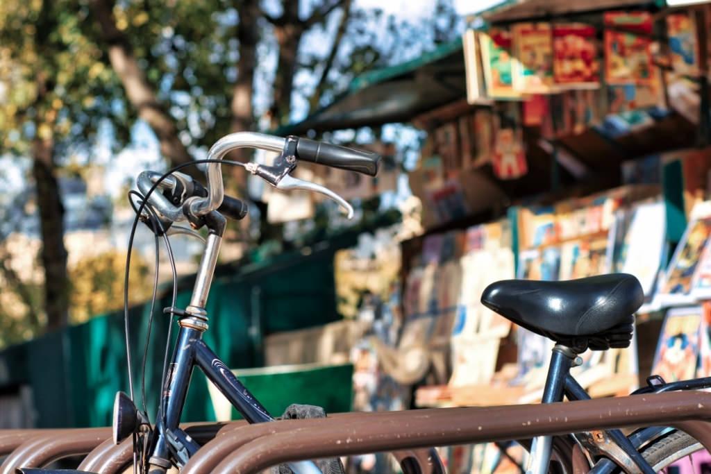 Bike near bookstand in Paris