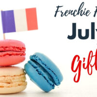 macarons with a french flag in them