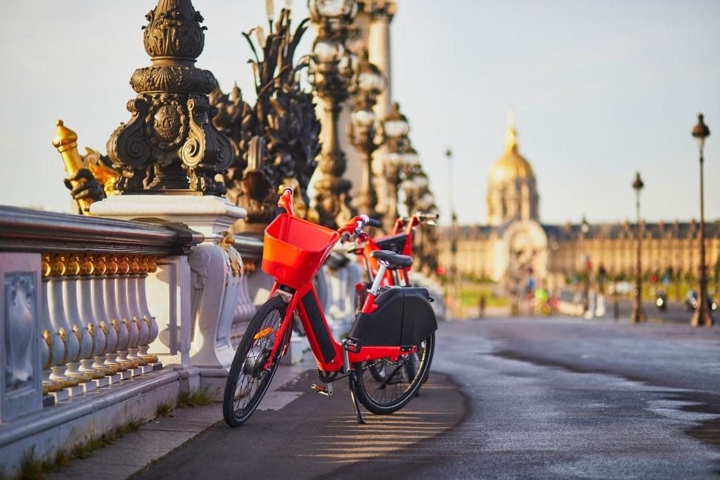 Bike on Pont Alexander Paris