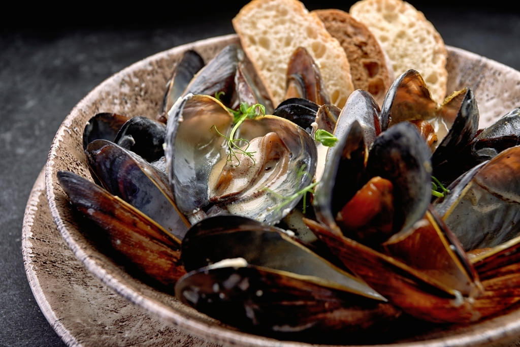 steamed clams and roquefort