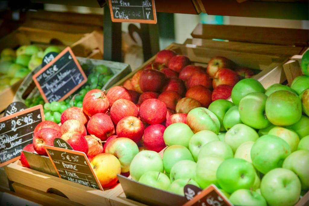 apples in French market